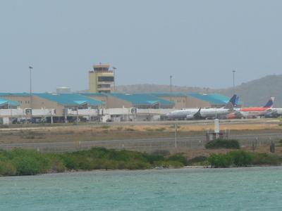 Queen  Beatrix  Airport