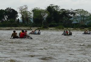 Rafting e passeios de barco - Jia Bhoroli Rio