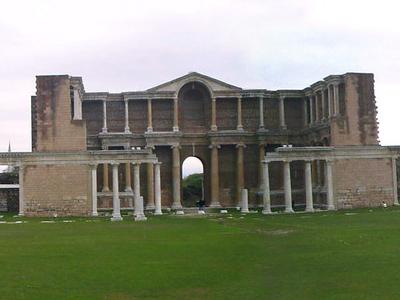 Remains Sardes Salihli