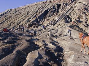 Explora Java - Templos Antiguos y Volcanes Inspiring 7 días