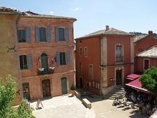 Roussillon - Place De La Mairie - Maison Commune