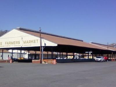 Savannah  State  Farmers  2 7  Market
