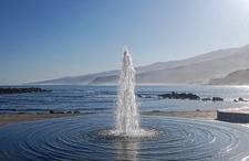 Surtidor En La Playa De Martiánez, En Puerto De La Cruz - Tenerife Canarias