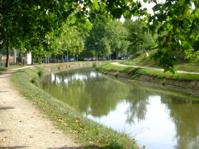 Canal De Berry In Saint Amand Montrond