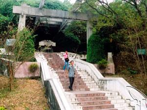 Tumba de la Sra. Hoang Thi Loan
