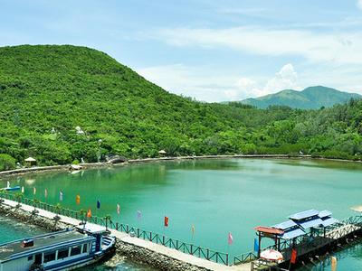 Tri Nguyen Fish Lake