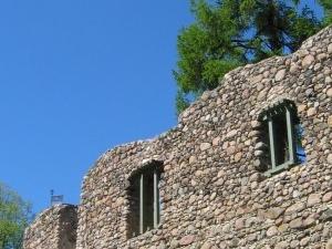 Valmiera Ruinas del castillo y Fortalecimiento