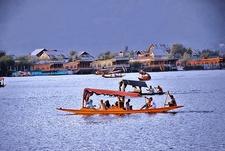 View Dal Lake In Srinagar