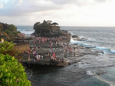 View Tanah Lot Crowd In Bali