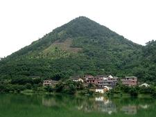 View Yangshuo Countryside & Moon Hill