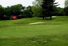 Vince\'s Sport Center Par 3 Golf Course