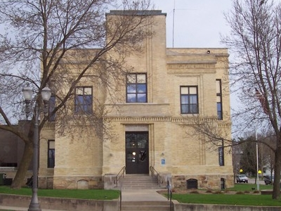 Wisconsin  2 C  Black  River  Falls  2 C  Courthouse