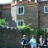 Hampton Court Palace Bike Tour  +/- Royal Park + afternoon tea picnic (PRIVATE)