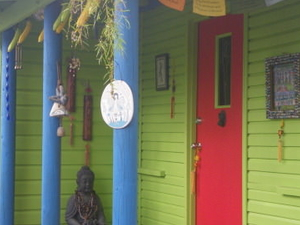 CAIRNS  Qld  funky beach cottage