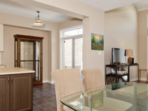 Gorgeous 3 Bedroom Townhome Airport