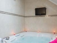 Luxury apartment with big Jacuzzi