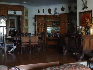 upmarket apartment room