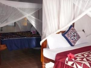 L' Oasis Beach Hotel
