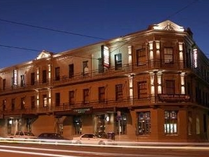 The Cambridge Hotel & Backpackers