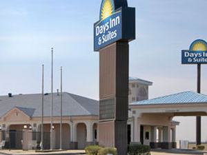 Days Inn & Suites Osceola