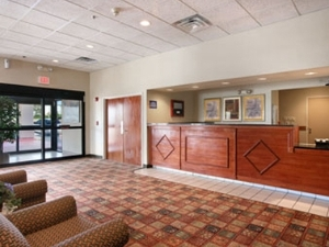 Days Inn and Suites Moline