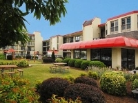 Econo Lodge & Suites Resort