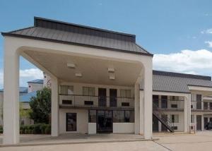 Econo Lodge Pearl