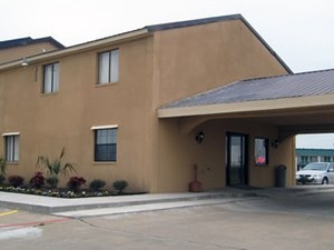 Econo Lodge Inn And Suites Co