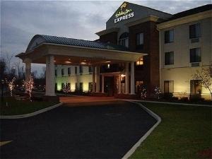 Holiday Inn Express Newton Falls