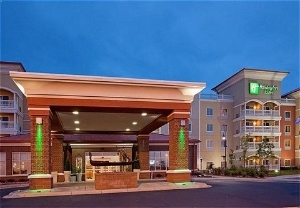 Holiday Inn Hotel & Suites Maple Grove Arbor Lakes