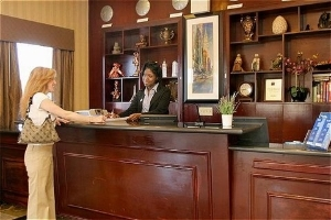 Holiday Inn Exp Kennedy Arpt