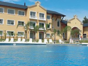 Howard Johnson Resort Spa & Convention Center Pilar