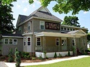 Charlottes Creekside Inn