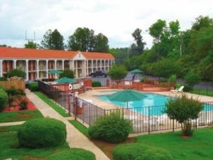 Hilltop Garden Inn