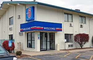 Motel 6 Normal Bloomington Are