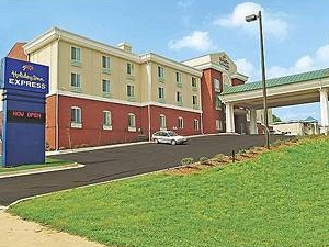 Holiday Inn Express Hotel & Suites Commerce -Tanger Outlets