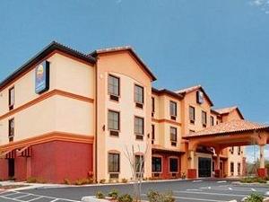 Comfort Inn & Suites St. Petersburg
