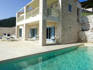Urania Lux Villas