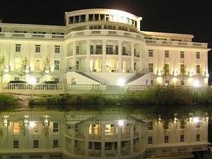 Senator's Park Hotel