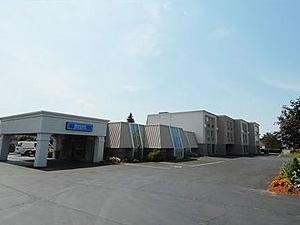 Niagara Lodge & Suites