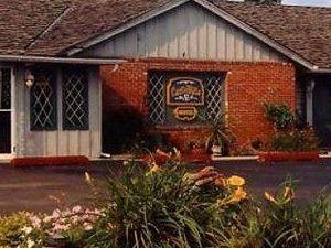 Carlinvilla Motel