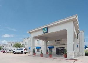 Quality Inn & Suites (Grand Praire)