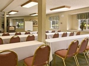 Ramada Inn and Suites Costa Mesa / Newport Beach