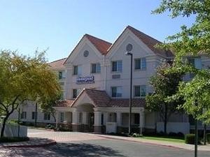 Days Inn & Suites Cleburne