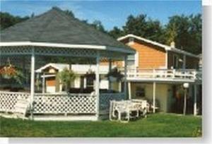 Longhouse Lodge Motel