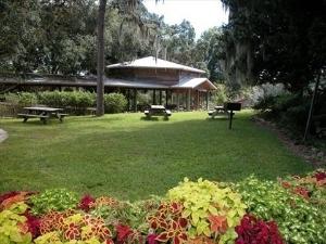 East Lake Inn