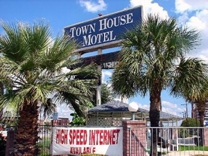 Airport Town House Motel
