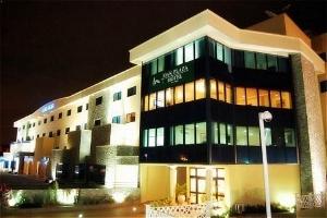 Oak Plaza East Airport Hotel