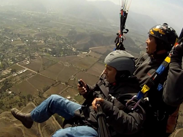 Parapenting in the Valley of Pachacamac Photos