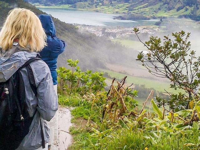 Sete Cidades: Hiking with Picnic Photos
